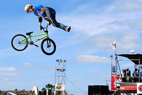 Incearca freestyle cu o bicicleta BMX