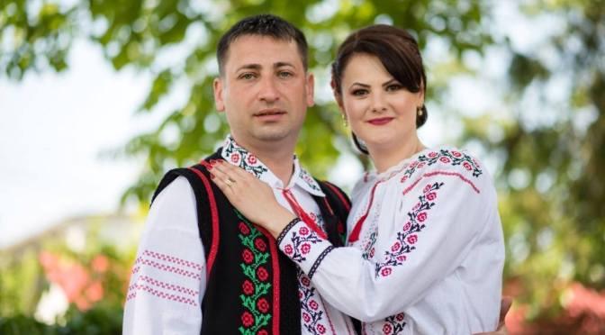 Cand este purtat coscumul popular romanesc?