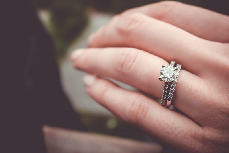 Ce Trebuie Sa Stii Cand Cumperi Un Inel cu Diamante
