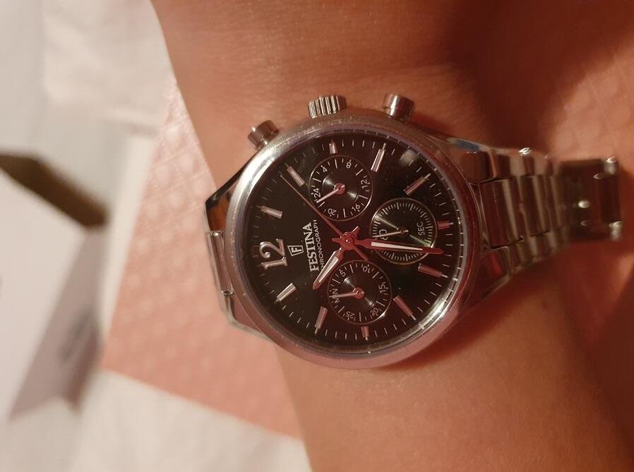 Ceasul perfect care să întrunească toate condițiile de calitate și stil